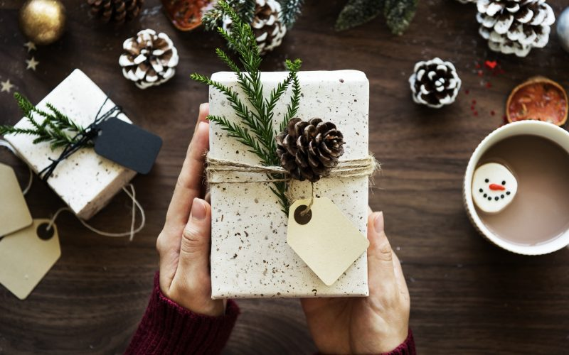 Holiday Gift Guide 2017: 5 Gadgets For Tech Lovers Thumbnail