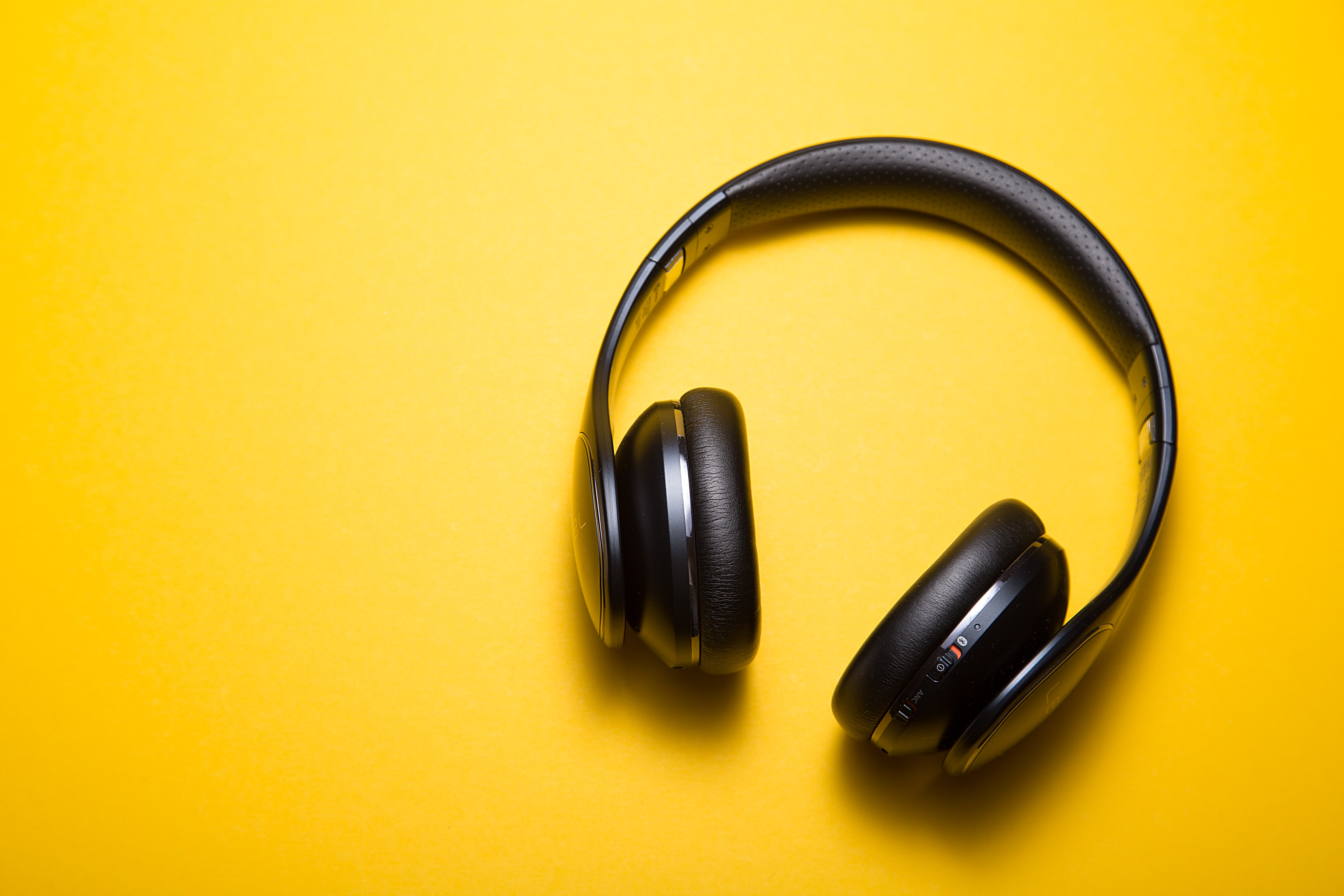 How To Make Your Podcast Look Good on Your Advisor Website (Top 4 Examples) Featured Image