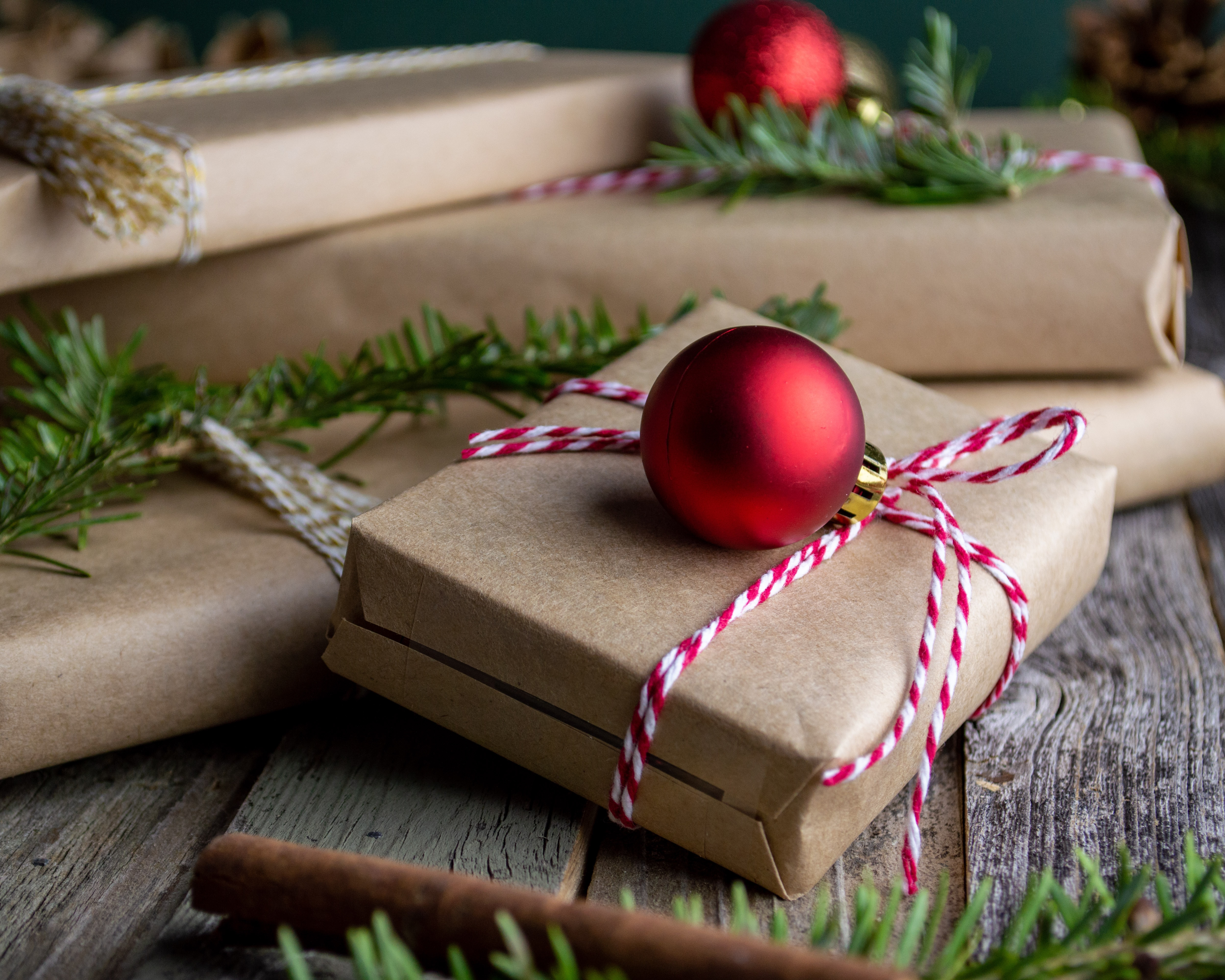 10 Holiday Gift Ideas to Send Your Clients Featured Image