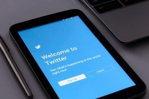 a guide for financial advisors to use twitter